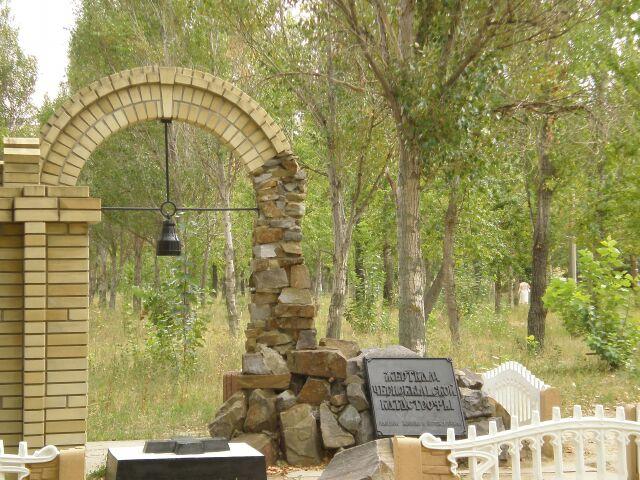 фото памятника чернобыльцам вблизи